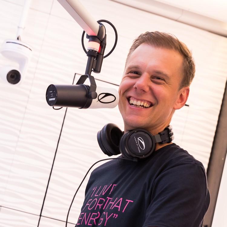 Armin Van Buuren 2021.jpg