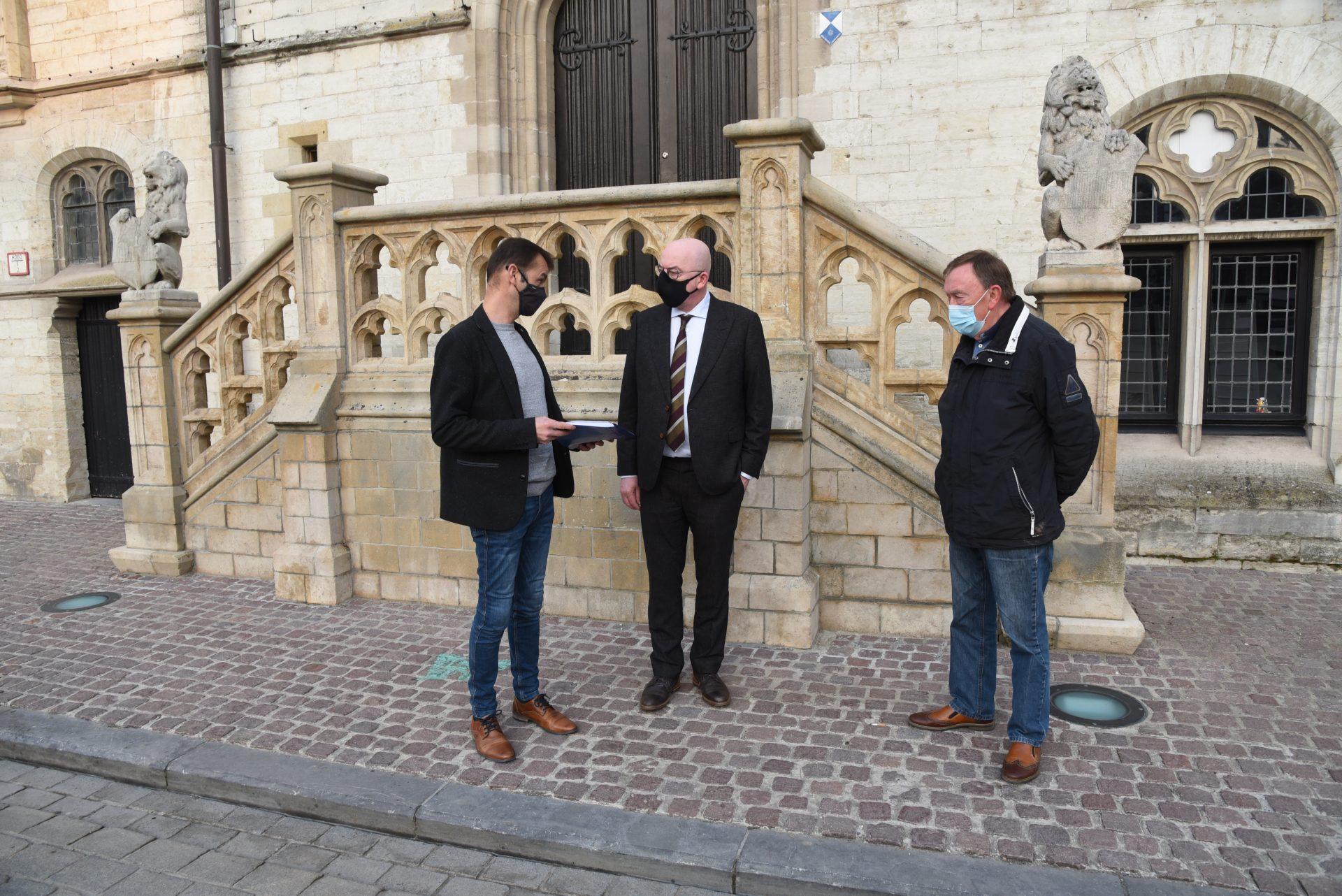 KAV Dendermonde wil Ros Beiaardstadion redden met petitie