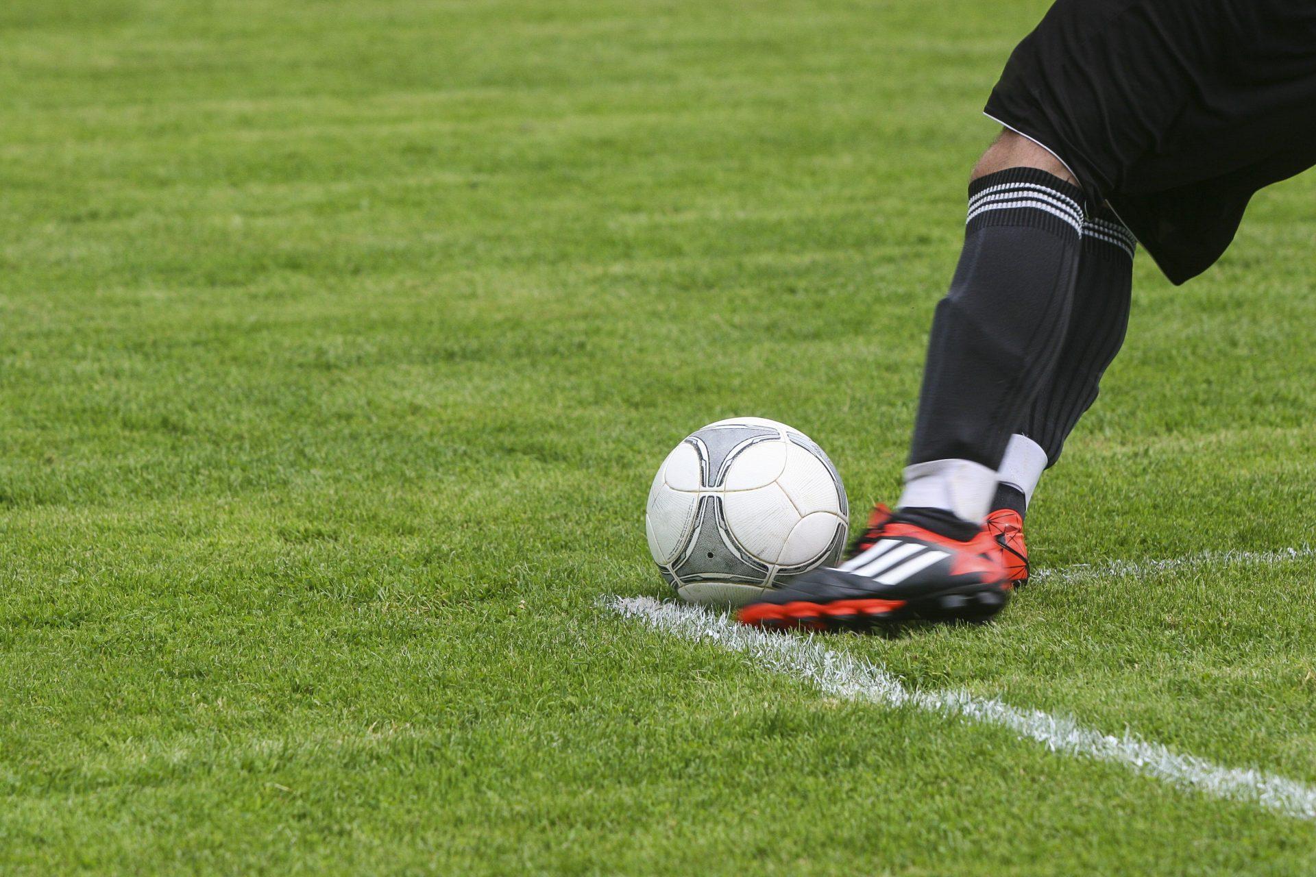 Wie wordt deze zomer dé voetbalkenner van Dendermonde?