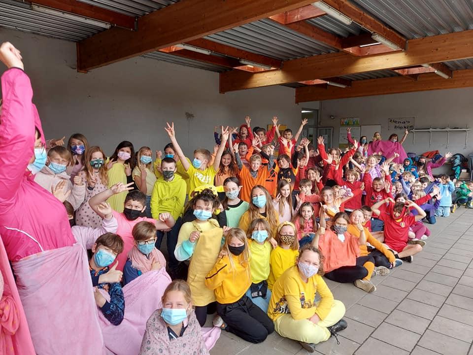 Alle kleuren van de regenboog op IDAHOT in Leefschool 't Veertje