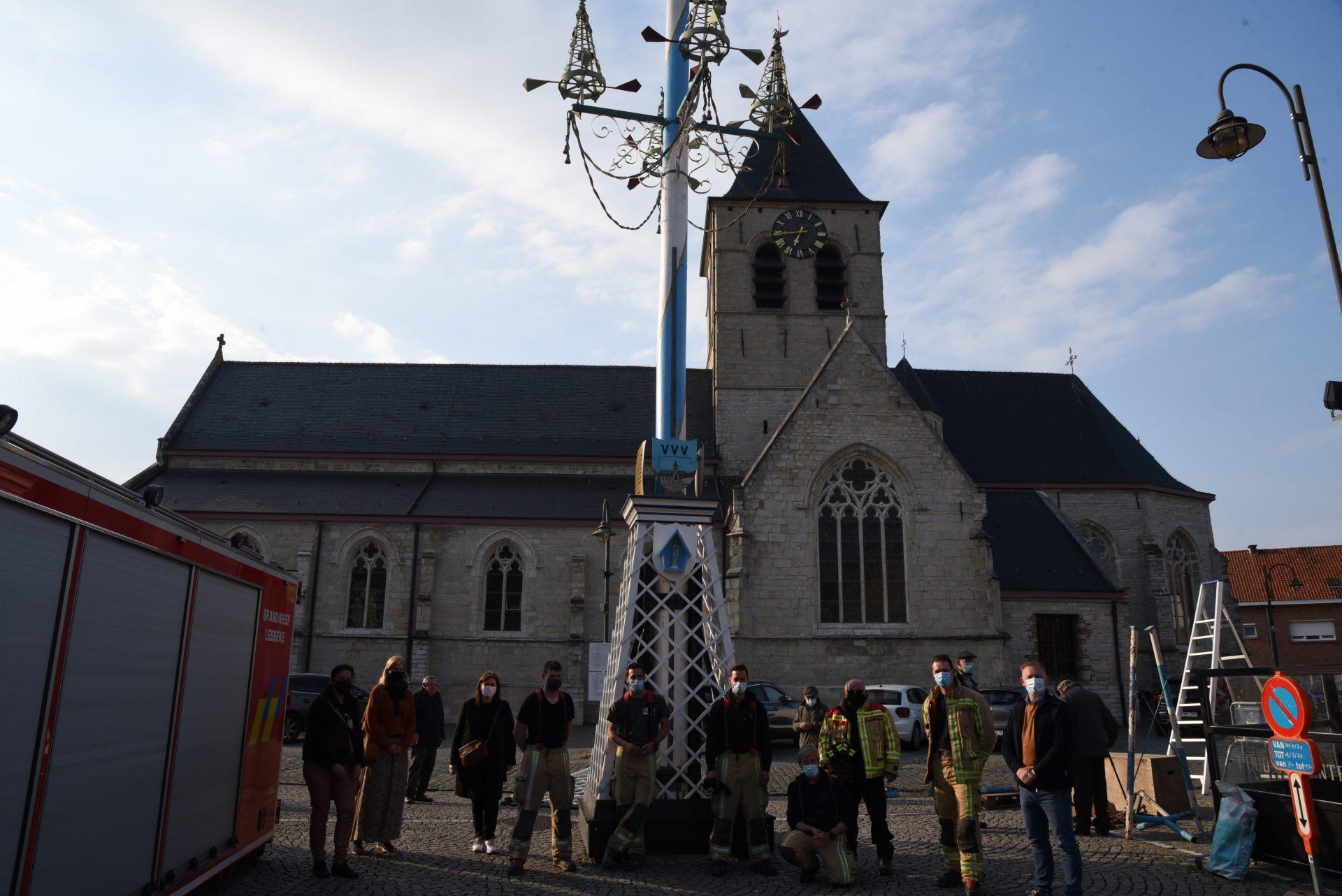 Meiboom pronkt opnieuw op dorpsplein Wieze