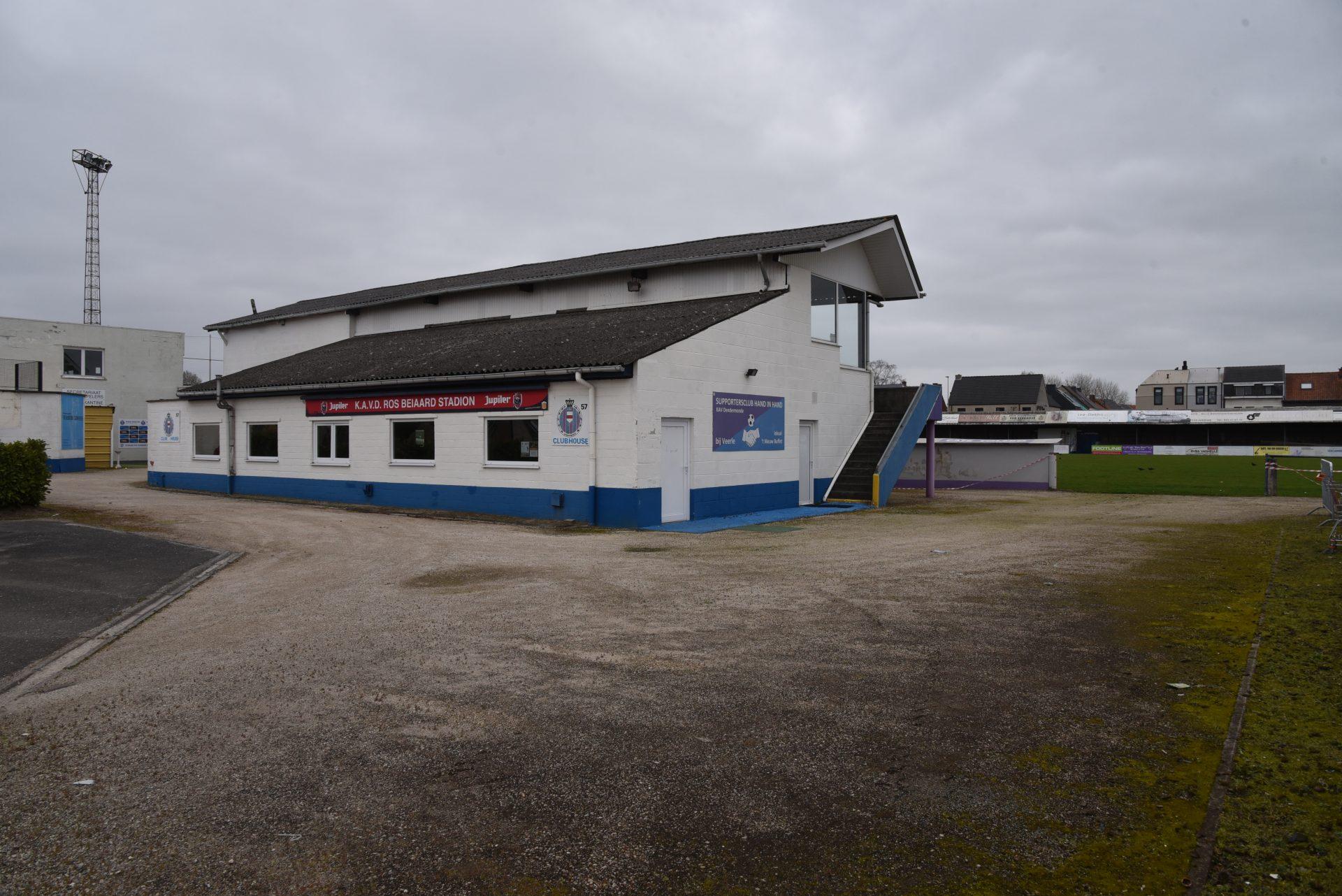 Voetbalclub KAV Dendermonde stelt stadsbestuur en AGB in gebreke