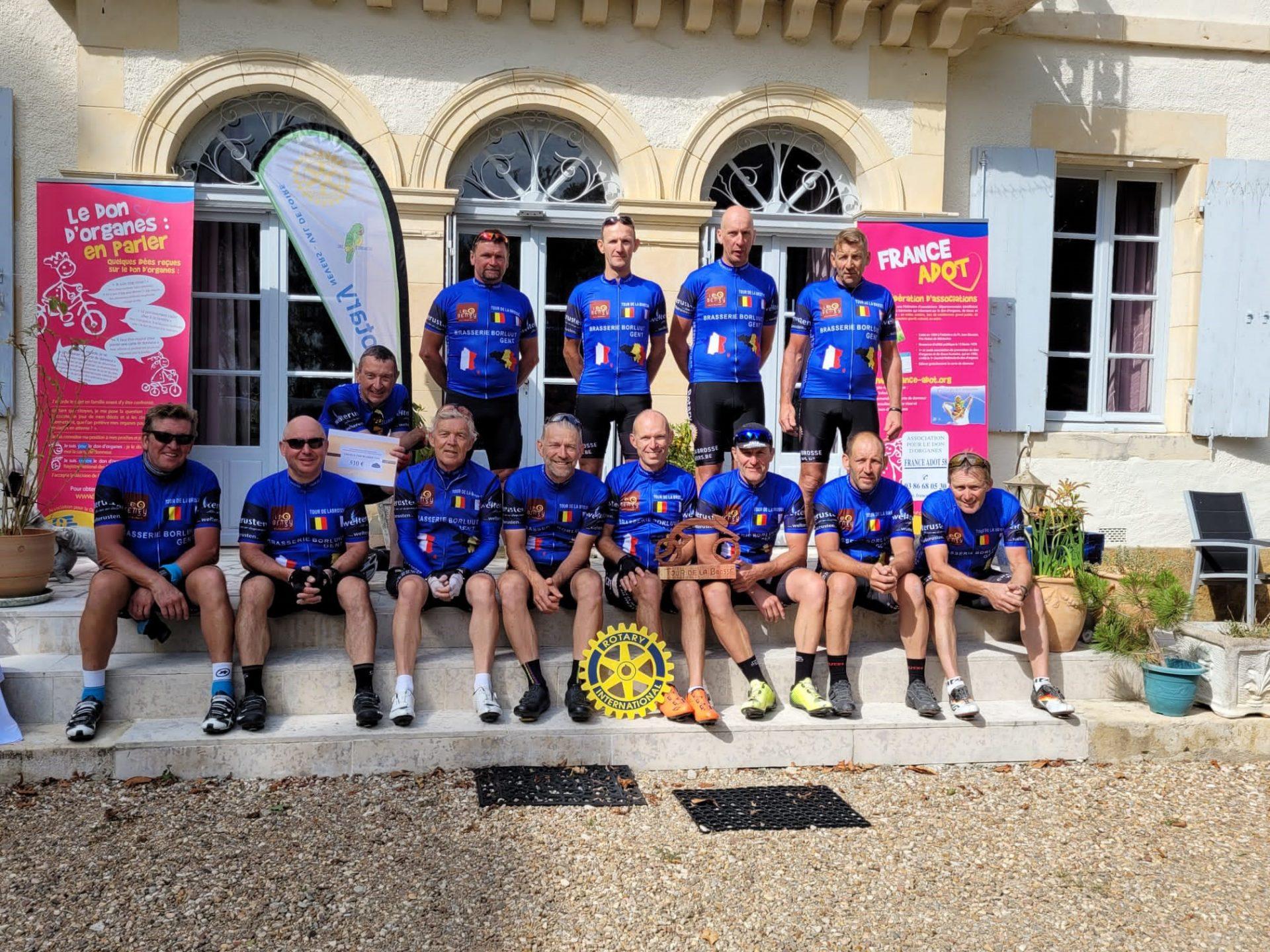 Enthousiaste fietsers leggen 580 kilometer af voor Borstkliniek