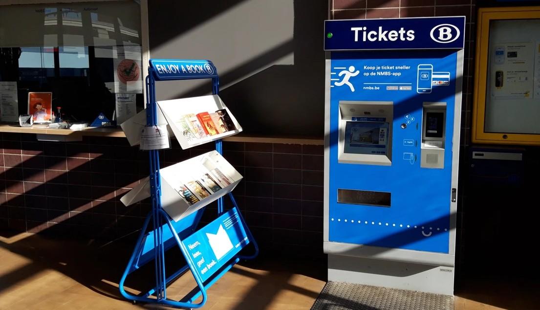 Boekenruilkast in Dendermonds station van NMBS
