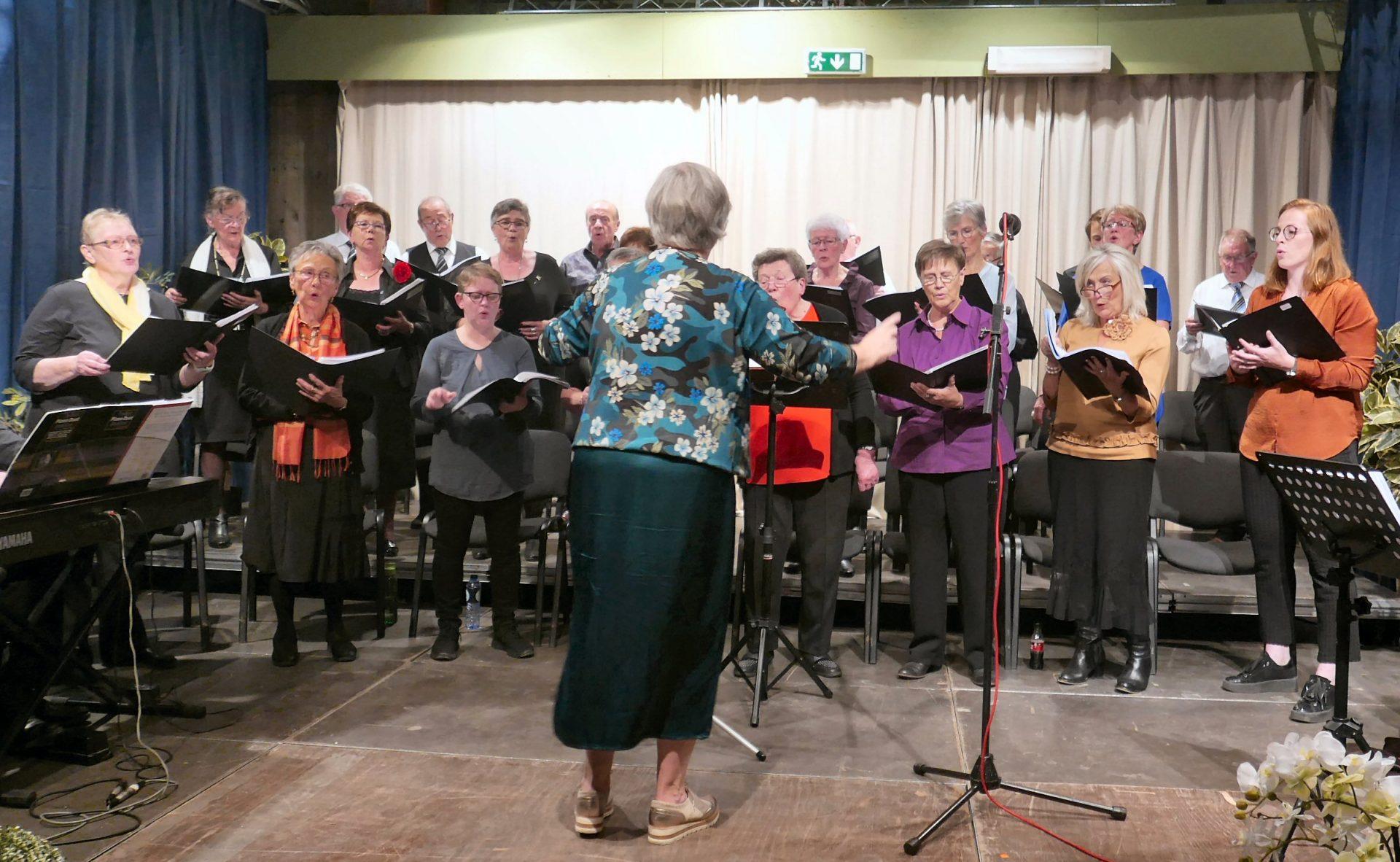 Sint-Lutgardiskoor zingt weer en zoekt nog zangers
