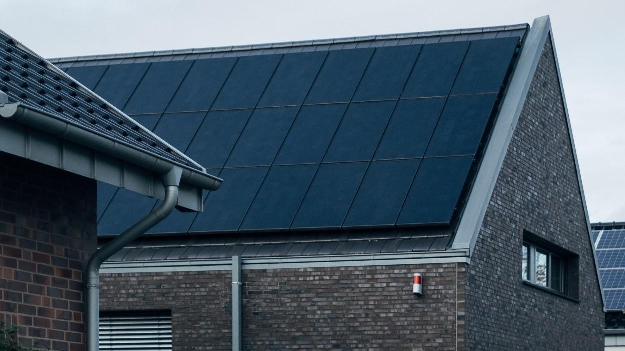 Duizenden eigenaars van zonnepanelen voelen zich bekocht en stellen advocaten aan