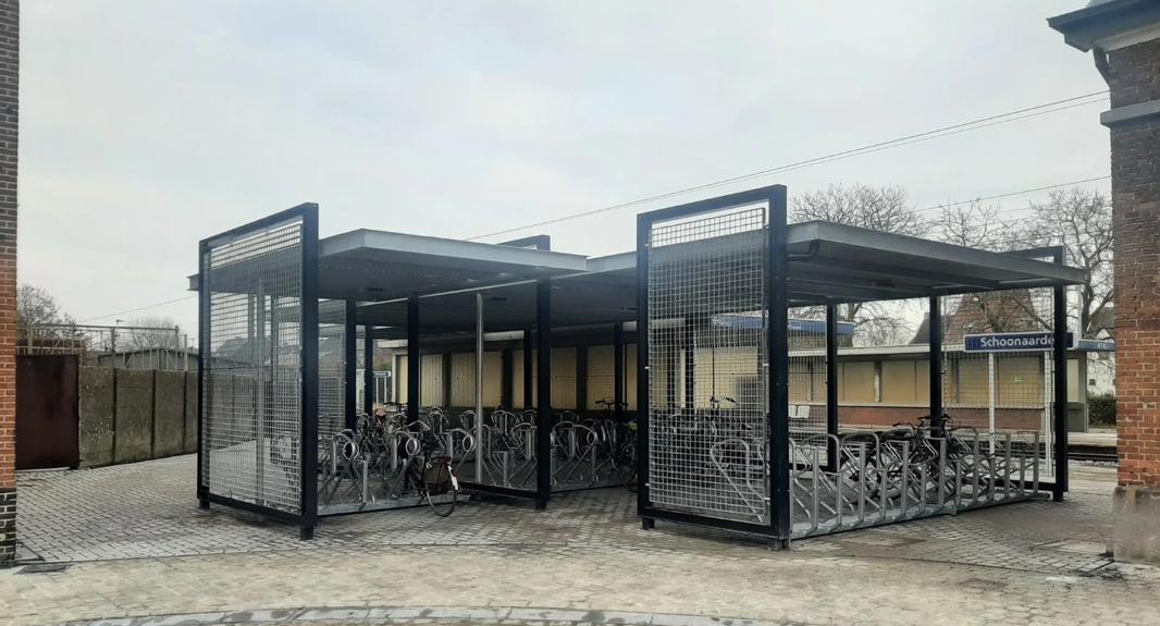 Fietsenstalling en parking station Schoonaarde in het nieuw